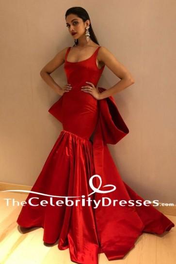 Deepika Padukone Red Formal Dress Filmfare Glamour and Style Awards 2017 TCD7609