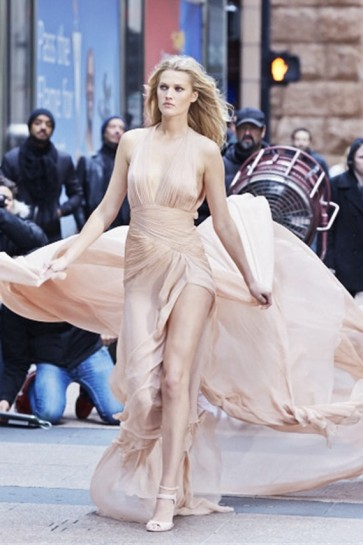 Toni Garrn Le Parfum Rose Couture Ad Backless Evening Dress TCD6554