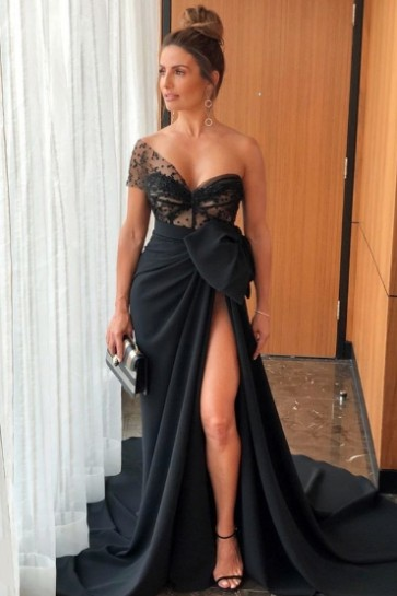 Sexy Black One-shoulder Thigh-high Slit Prom Dress