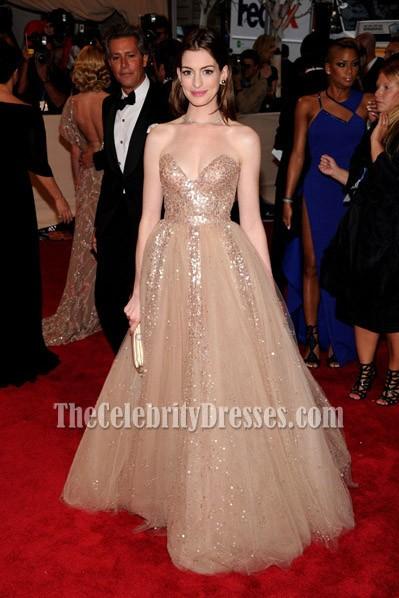 Anne hathaway strapless gold sequined prom dress met ball 2010 red carpet thecelebritydresses - Designer dresses red carpet ...