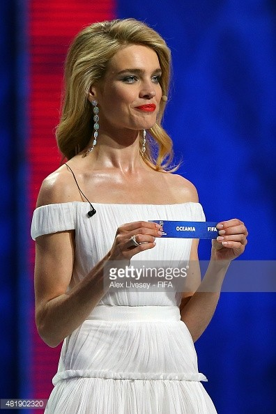 Natalia Vodianova White Off-the-Shoulder Formal Dress Evening Gown ... 7230e908f55