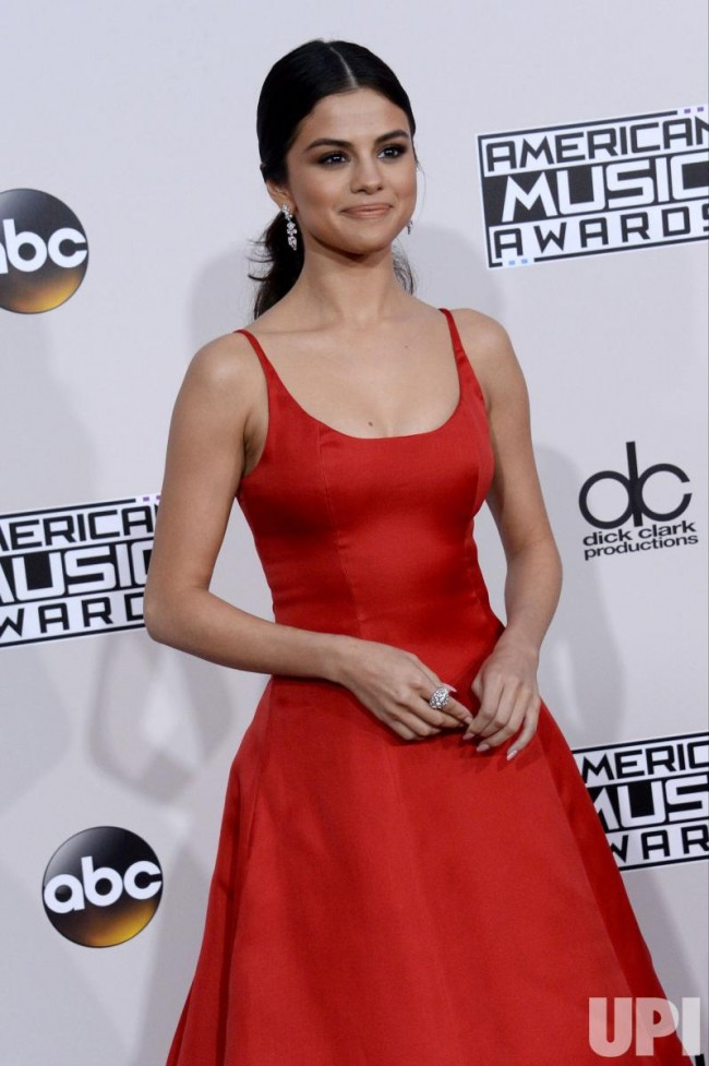 Selena Gomez Red Formal Dress 2016 American Music Awards Evening ...