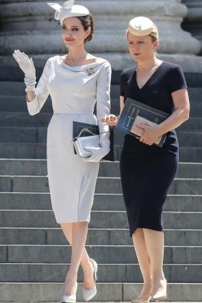 Angelina Jolie White Short Sheath Evening Prom Dress With Long Sleeves 2019