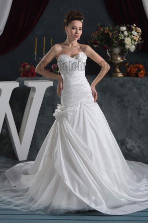 Discount Sweetheart Strapless A-Line Chapel Train Wedding Dress