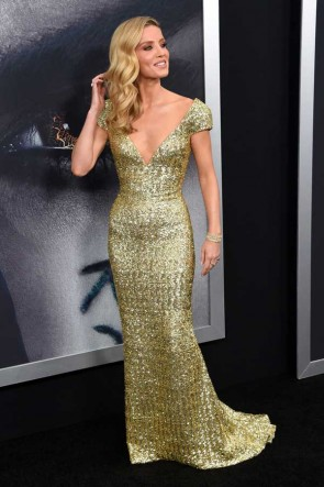 Annabelle Wallis Gold Sequins Cap Sleeves Deep V-neck Column Gown The Mummy New York Fan Event TCD7355
