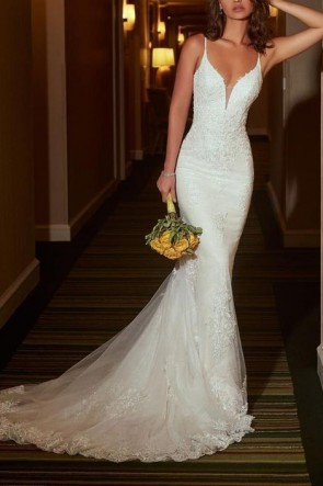 White V-neck Mermaid Lace Wedding Dress