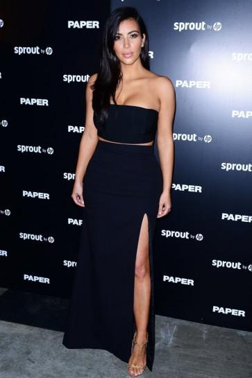 Kim Kardashian schwarz zwei Stück Oberschenkel High Slit Abendkleid Papier Magazin