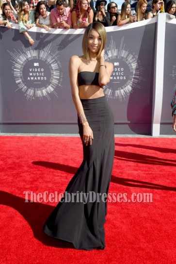 Model Jourdan Dunn looked every bit the part in a two pieces sleek all-black ensemble At The 2014 MTV VIDEO MUSIC AWARDS RED CARPET .