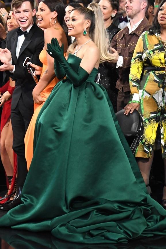 Ariana Grande Smaragdgrun Tragerloses Ballkleid 2020 Grammy Awards Thecelebritydresses