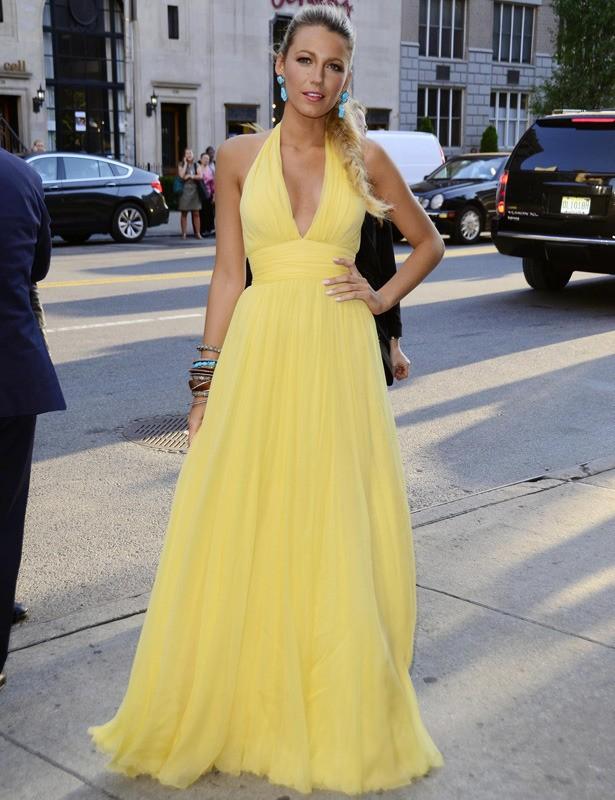 Blake Lively Gelbes Halfter Promkleid Savages New York Premiere ...