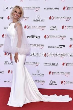 Pamela Anderson White Tulle Ärmel Meerjungfrau Abendkleid Monte Carlo TV Festival Eröffnungszeremonie