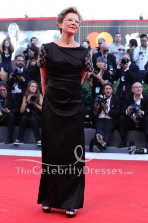 Annette Bening - Schwarzes, kurzärmeliges Etuikleid mit Schleppe 2017 Venedig Film Festival