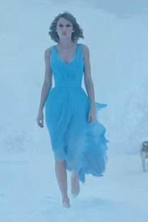 Taylor Swift Blue Ballkleid Video Film Clip 'aus dem Wald'