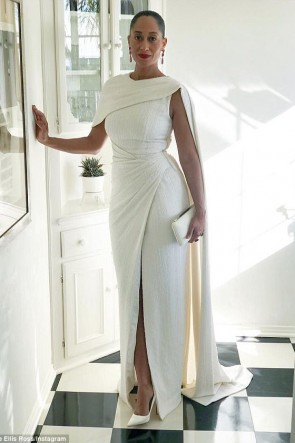 Tracee Ellis Ross 2018 SAG Awards Weißes Abendkleid mit Rotem Teppich