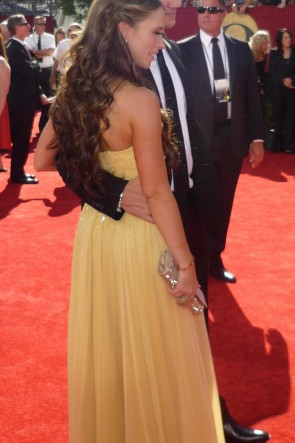 Jennifer Love Hewitt Gelbes trägerloses formales Kleid 2009 Emmy Awards