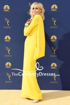 Judith Hellgelbes Abendkleid mit hohem Ausschnitt und Ärmeln 2018 Emmys