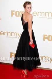 Kaley Cuoco Schwarze ein Schulter-Abschlussball-Kleid Emmy Auszeichnungen 2011