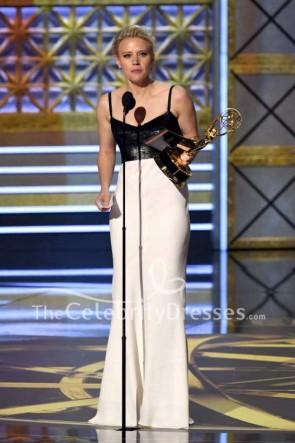Kate McKinnon weiß und schwarz ausgeschnitten Spaghetti-Trägern Abendkleid 2017 Emmy Awards Red Carpet