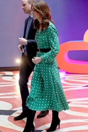 Kate Middleton Prinzessin Green Kleid mit geometrischem Druck und V-Ausschnitt
