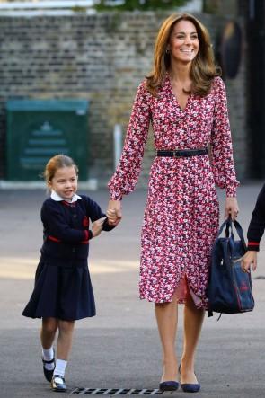 Kate Middleton - Freizeitkleid mit Print und Ärmeln
