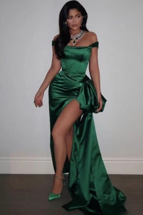 Kylie Jenner Green Off-the-shoulder Thigh-high Slit Prom Dress