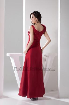 Langes rotes Abendkleid mit V-Ausschnitt