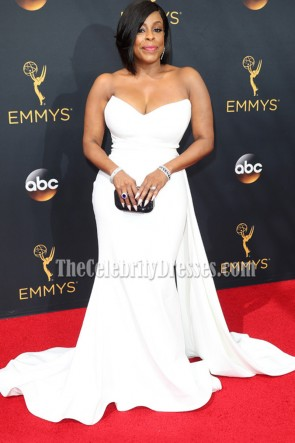 Niecy Nash White Strapless Long Red Carpet Evening Dress 68th Emmy Awards  3