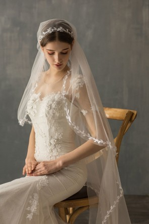 One-tier Applique Edge Waltz Bridal Veils