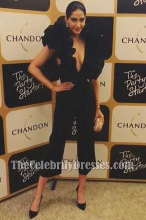Sonam Kapoor sexy schwarzer Jumpsuit mit Rüschen Launch von Chandons The Party Starter 2017