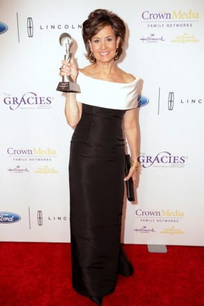 Susie Gharib 41st Annual Gracie Awards White And Black Off-the-shoulder Formal Evening Dress 3