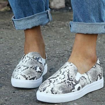 Snakeskin Print Decor Textured Flat Sneakers
