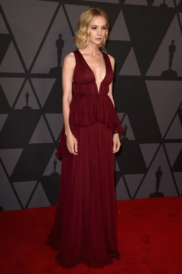 Carey Mulligan Bourgogne robe de soirée Le tapis rouge Governors Awards Robe