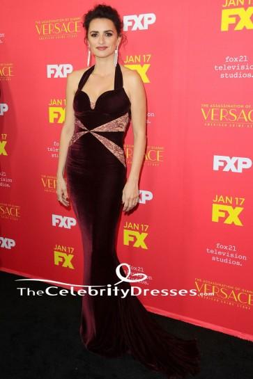 Penelope Cruz - Robe de soirée fourreau en velours bordeaux
