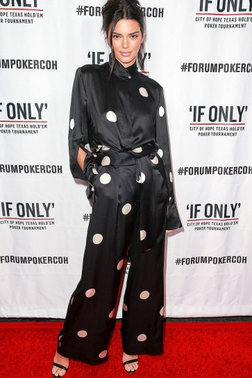 Kendall Jenner Black Printed Two Pieces Outfit With Long Sleeves 2019