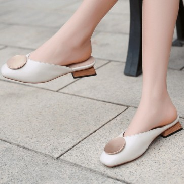 Women's Metal Decor PU Chunky Heel Closed Toe Shoes