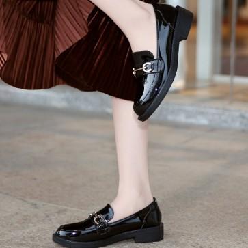Women's Patent Leather Flat Heel Flats Closed Toe
