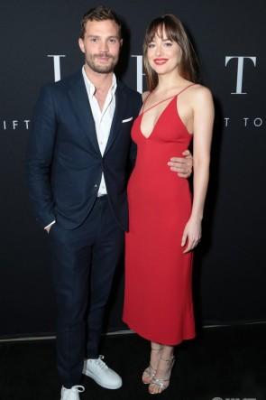 Robe de soirée rouge Dakota Johnson 'Fifty Shades Freed' LA Premiere