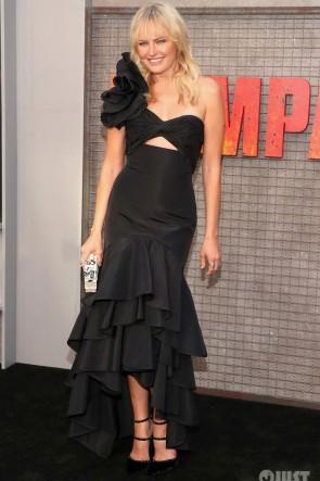 Malin Akerman Robe noire à une épaule formelle 'Rampage' LA Premiere
