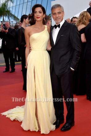 Amal Clooney une robe formelle d'épaule 69e festival de Cannes annuel
