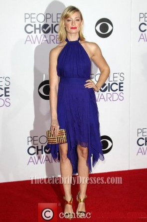 Beth Behrs Royal Blue Halter robe de cocktail 41e annuelle People's Choice Awards