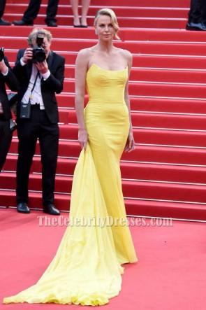 Charlize Theron Jaune Robe sans bretelles formelle Festival de Cannes 2015