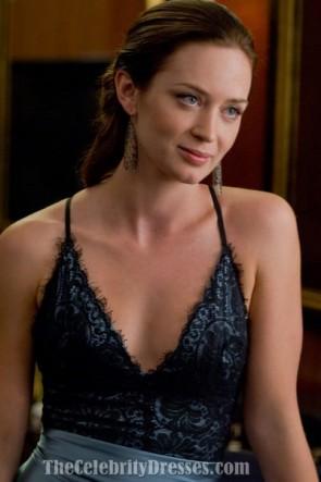 Robe de soirée en satin bleu et dentelle d'Emily Blunt dans le bureau de réglage du film