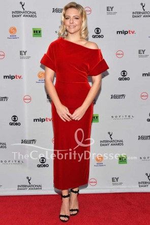 Helene Yorke Robe rouge en velours 45e International Emmy Awards
