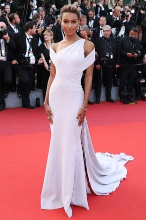 Jasmine prend la robe de soirée 'The Beguiled' Festival de Cannes
