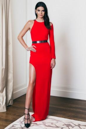 Robe de soirée Kendall Jenner à manches longues rouge
