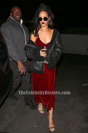 Rihanna - Robe de soirée sexy à fines bretelles en velours rouge