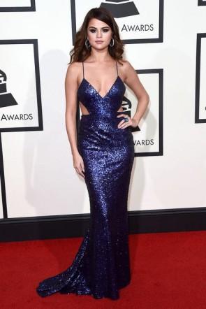 Selena Gomez Grammy 2016 robe de soirée dos nu tapis rouge Robes de Célébrités
