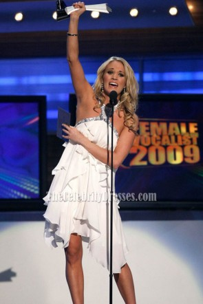 Carrie Underwood licou blanc court robe de cocktail courte robes de célébrité