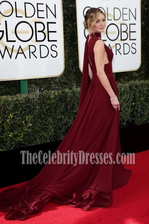 Christine Evangelista Bourgogne Deep V longue robe de soirée 2017 Golden Globes