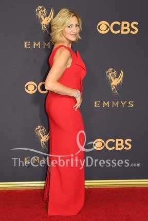 Edie Falco 2017 Emmy Awards rouge tapis une épaule rouge gaine soirée robe de bal
